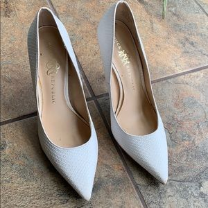 White pointy toe with gold heel